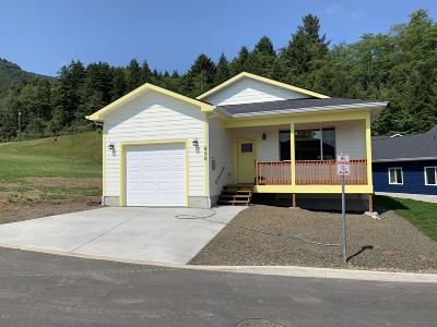 Single Family Home For Sale: 606 Vine Maple Ln