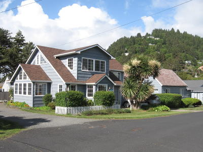 Yachats Multi Family Home For Sale: 431 W 2nd St