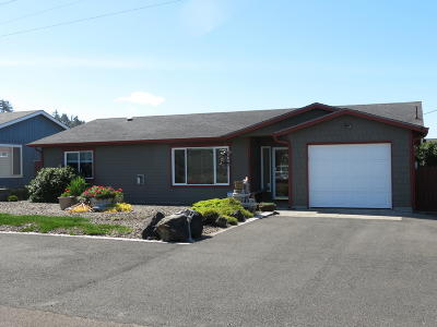 Waldport Single Family Home For Sale: 1905 NW Mackey St