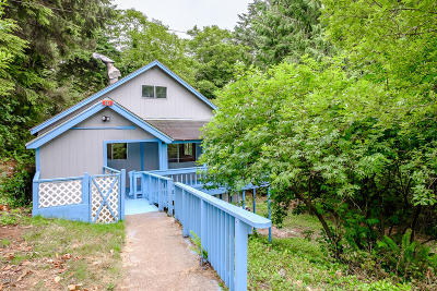 Lincoln City Single Family Home For Sale: 167 Siletz Hwy