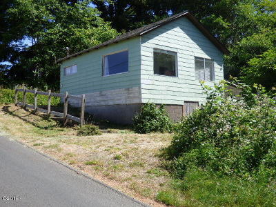Lincoln City Single Family Home For Sale: 1618 NE Oar Ave