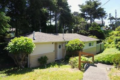 Lincoln City Single Family Home For Sale: 2340 NW Jetty Avenue