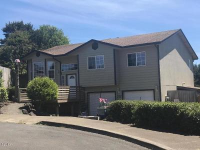 Lincoln City Single Family Home For Sale: 3728 SE 37th Ct