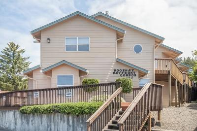 Depoe Bay Condo/Townhouse For Sale: 250 SE Coast Guard Dr #4