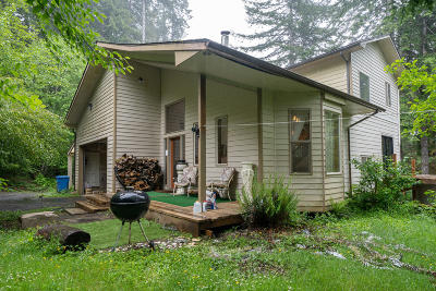 Yachats Single Family Home For Sale: 8205 Yachats River Rd