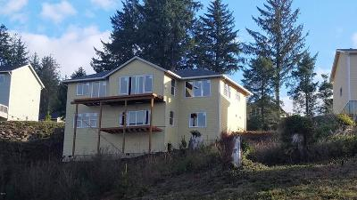 Lincoln City Single Family Home For Sale: 4159 SE Keel Way