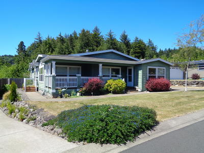 Depoe Bay, Gleneden Beach, Lincoln City, Newport, Otter Rock, Seal Rock, South Beach, Tidewater, Toledo, Waldport, Yachats Mobile/Manufactured For Sale: 135 SE Whalesong Drive