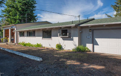 Waldport Single Family Home For Sale: 625 NE Buker