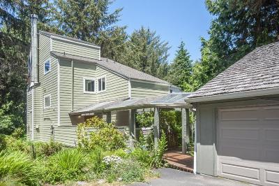 Depoe Bay Single Family Home For Sale: 1270 Meadow Lane