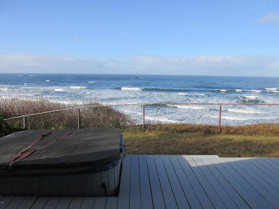 Seal Rock Single Family Home For Sale: 11658 NW Pacific Coast Hwy