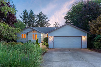 Pacific City Single Family Home For Sale: 35530 Salal Ln