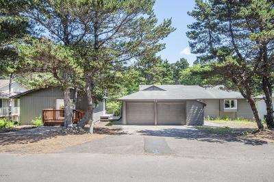 Lincoln City Single Family Home For Sale: 5930 Palisades Dr