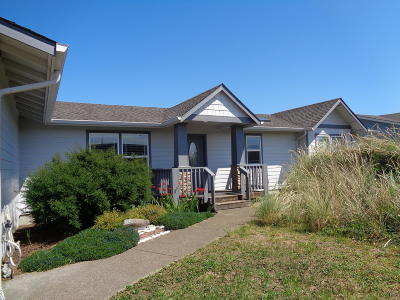 Waldport Single Family Home For Sale: 1617 NW Oceanic Loop