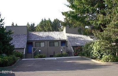 Depoe Bay, Gleneden Beach, Lincoln City, Newport, Otter Rock, Seal Rock, South Beach, Tidewater, Toledo, Waldport, Yachats Condo/Townhouse For Sale: 5801 NE Voyage Ave #38
