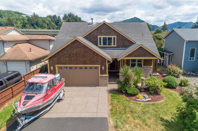 Lincoln City Single Family Home For Sale: 9310 Trout Pl