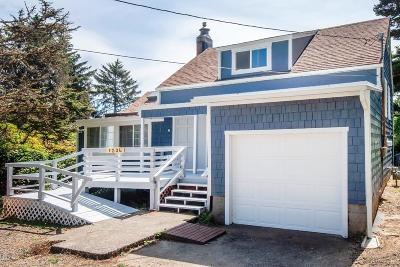 Lincoln City Single Family Home For Sale: 1036 SW 12th St