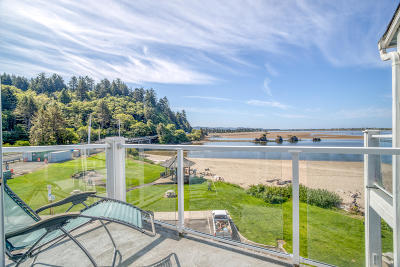 Lincoln City Condo/Townhouse For Sale: 5201 SW Hwy 101 #405