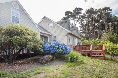 Seal Rock Single Family Home For Sale: 1151 SW Curtis St