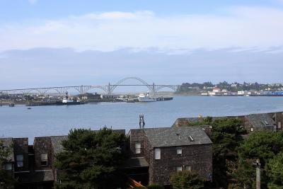 Depoe Bay, Gleneden Beach, Lincoln City, Newport, Otter Rock, Seal Rock, South Beach, Tidewater, Toledo, Waldport, Yachats Condo/Townhouse For Sale: 1000 SE Bay Blvd #531/631