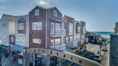 Newport Condo/Townhouse For Sale: 325 NW Coast St. Unit F