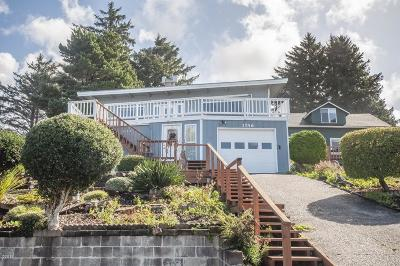 Lincoln City Single Family Home For Sale: 1746 NE Lee Pl