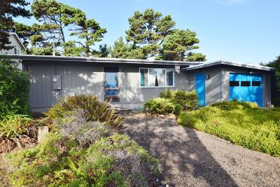 Lincoln City Single Family Home For Sale: 2153 NW Jetty Ave