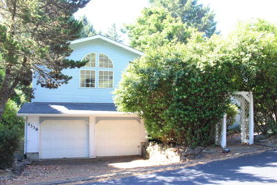Lincoln City Single Family Home For Sale: 5338 NE Port Ln