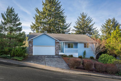 Lincoln City Single Family Home For Sale: 2532 NE 57th Ct