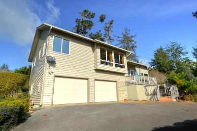 Waldport Single Family Home For Sale: 920 NW Highland Dr