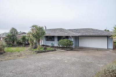 Waldport Single Family Home For Sale: 2106 NW Parker Ave