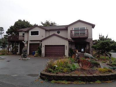 Depoe Bay Single Family Home For Sale: 424 SW Cliff St