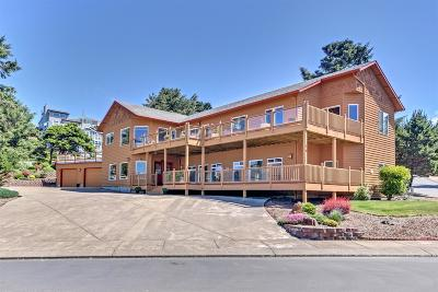 Lincoln City Single Family Home For Sale: 16 NW Lincoln Shore Star Resort