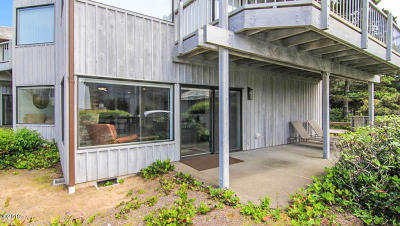 Depoe Bay Condo/Townhouse For Sale: 4175 Us-101 #M-3