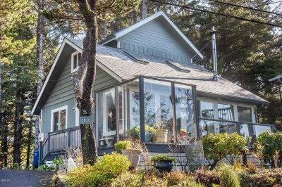 Lincoln City Single Family Home For Sale: 2030 SW Coast Ave
