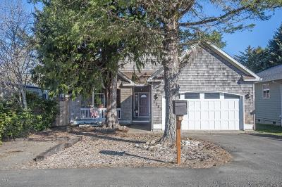 Lincoln City Single Family Home For Sale: 1723 SE 8th St