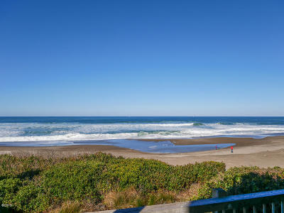 Depoe Bay Condo/Townhouse For Sale: 4175 N Hwy 101 #E-1