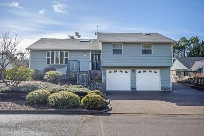Lincoln City Single Family Home For Sale: 230 Lancer St.
