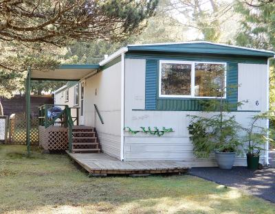 Depoe Bay, Gleneden Beach, Lincoln City, Newport, Otter Rock, Seal Rock, South Beach, Tidewater, Toledo, Waldport, Yachats Mobile/Manufactured For Sale: 5405 NW Pacific Coast Hwy #6