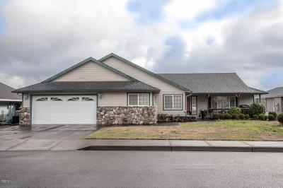 Single Family Home For Sale: 2520 NE Voyage Loop