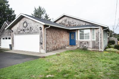 Lincoln City Single Family Home For Sale: 1727 SE 8 Th St