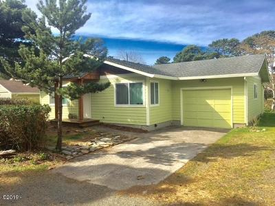 Lincoln City Single Family Home For Sale: 2191 NW Keel Ave