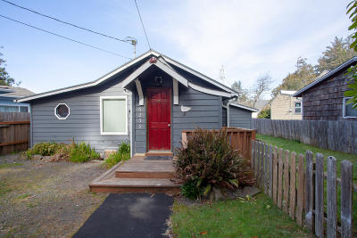 Depoe Bay, Gleneden Beach, Lincoln City, Newport, Otter Rock, Seal Rock, South Beach, Tidewater, Toledo, Waldport, Yachats Single Family Home For Sale: 6239 SW Jetty Ave