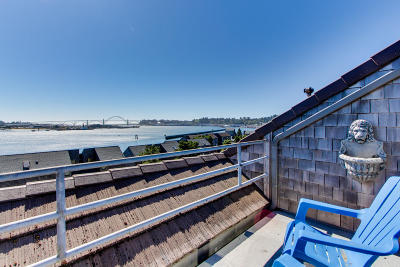 Newport Condo/Townhouse For Sale: 1000 SE Bay Blvd #536/636