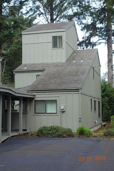 Depoe Bay, Gleneden Beach, Lincoln City, Newport, Otter Rock, Seal Rock, South Beach, Tidewater, Toledo, Waldport, Yachats Condo/Townhouse For Sale: 1268 SW Meadow Ln
