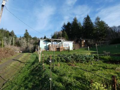 Waldport Single Family Home For Sale: 541 N Bayview Ct