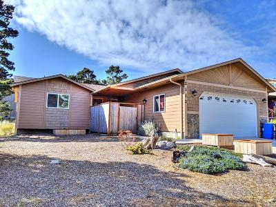 Waldport Single Family Home For Sale: 2112 NW Mokmak Lake Dr