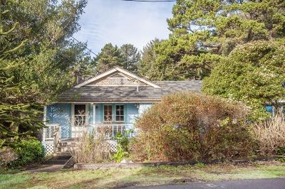 Lincoln City Single Family Home For Sale: 3025 SW Beach Ave
