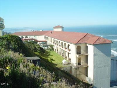 Lincoln City Condo/Townhouse For Sale: 4009 SW Hwy 101 #Room #92