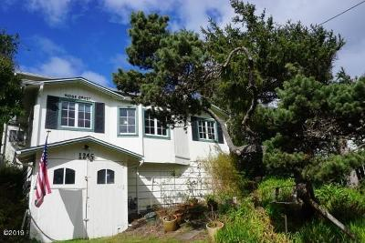 Lincoln City Single Family Home For Sale: 1245 NW Harbor Avenue
