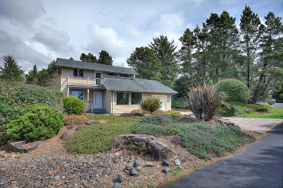Seal Rock Single Family Home For Sale: 921 NW Lanai Loop